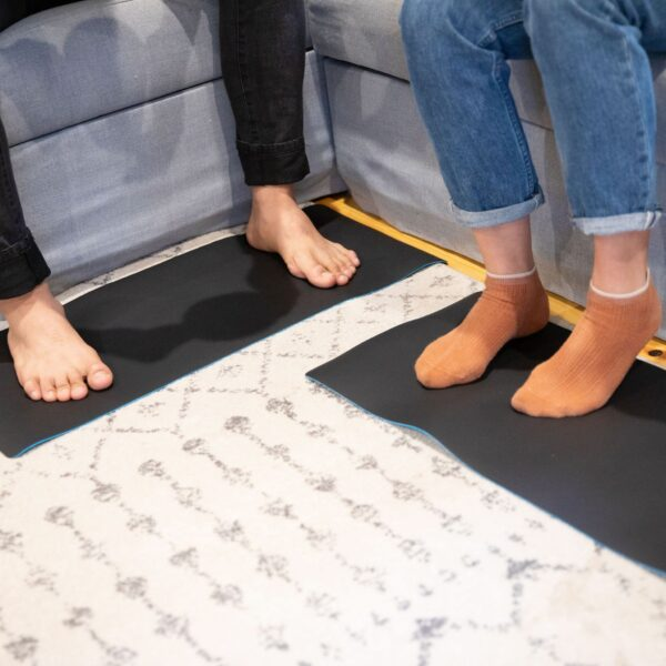 Earthing_Universal_Mats_Barefoot_Or_With_Socks_1b368f95-c2af-46e6-ae25-3cb1383b40fd