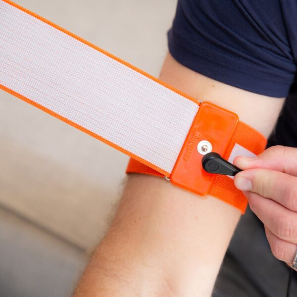 Snap-The-Coil-Cord-Onto-The-Large-Body-Band-On-Your-Arm_1